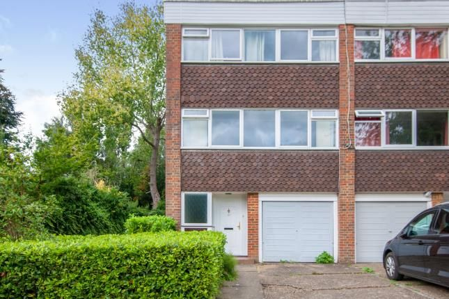 4 bed end terrace house for sale in Chichele Gardens, Croydon CR0
