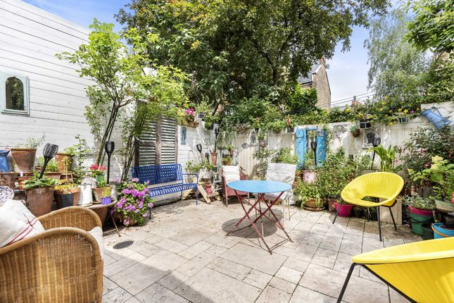 Thumbnail Terraced house for sale in Wandsworth Bridge Road, Fulham, London