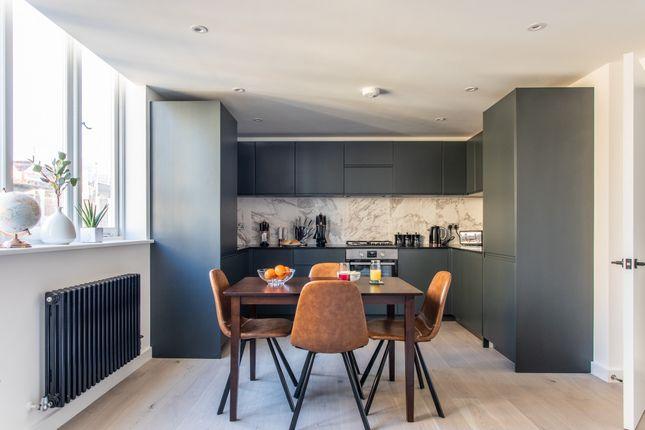 Thumbnail Flat to rent in Toynbee Street, London