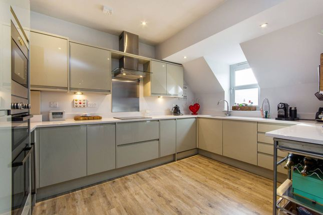 Thumbnail Flat for sale in North Street, Carshalton