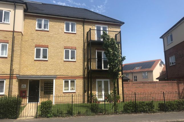 Thumbnail Flat for sale in Holywell Way, Staines