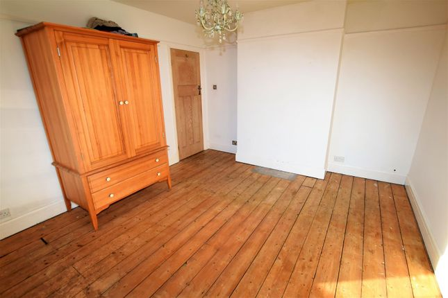 Bedroom 1 of Porth-Y-Castell, Barry CF62
