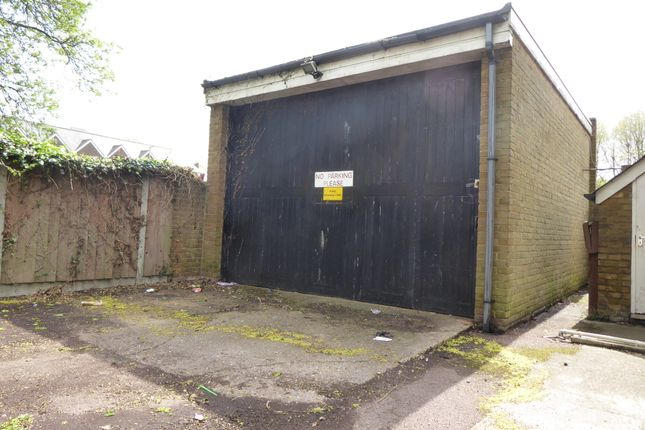 Parking/garage to let in The Paddock, Dover