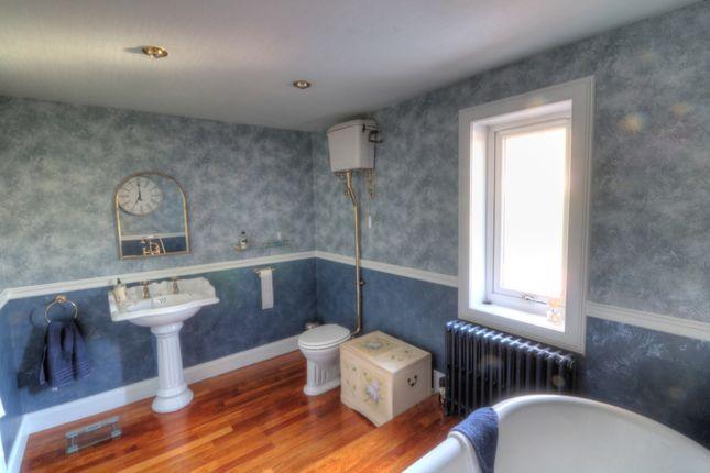 Family Bathroom of Dalziel Road, Inveraldie, Tealing, Dundee DD4