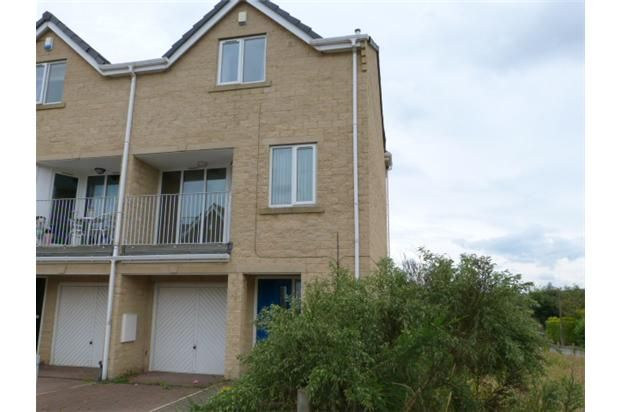 Thumbnail Town house to rent in Illingworth Grove, Halifax