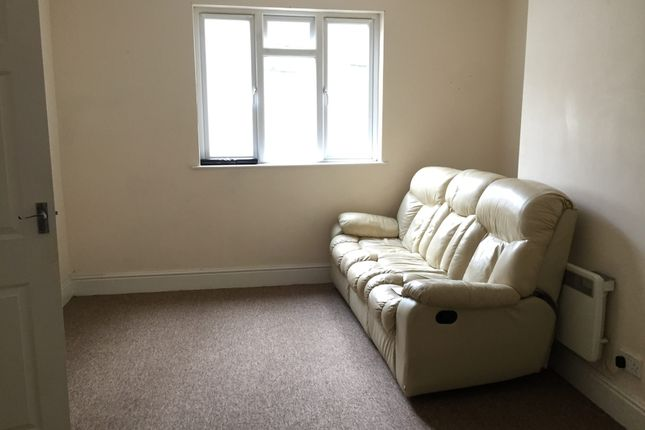 Thumbnail Flat to rent in Allhalland Street, Bideford, Devon