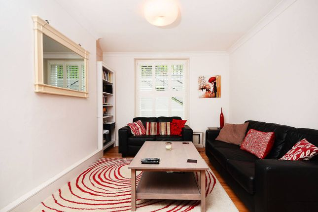 Thumbnail Flat to rent in Myddelton Square, Clerkenwell, London