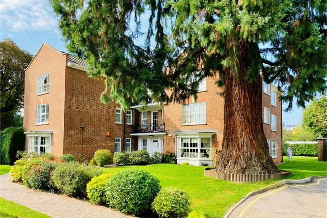 Thumbnail Flat for sale in Phyllis Court Drive, Henley-On-Thames