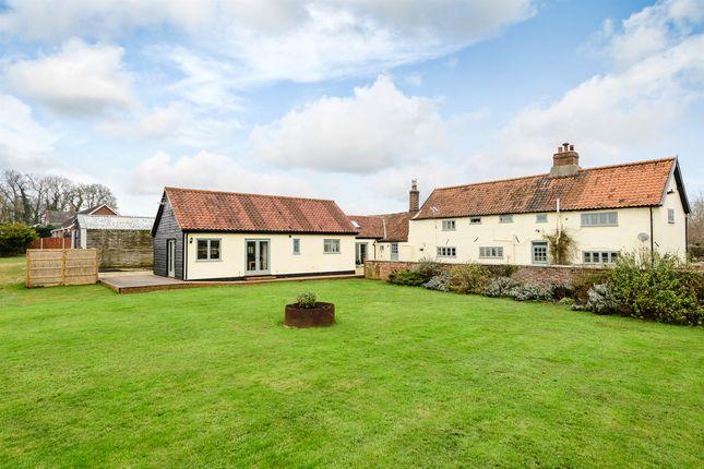 Thumbnail Farmhouse for sale in Watton Road, Barford, Norwich