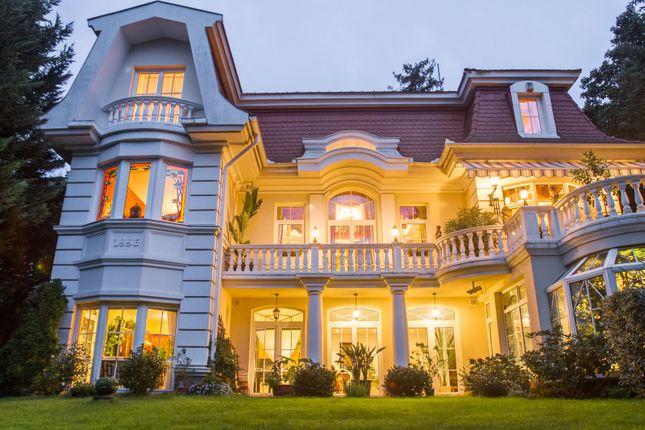 Thumbnail Villa for sale in Csalán Avenue, Budapest, Hungary