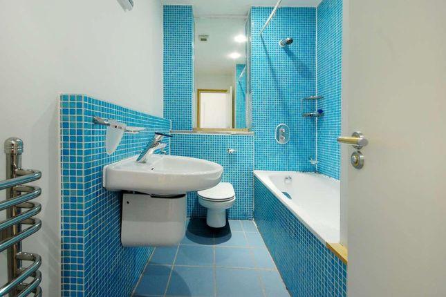 Bathroom of New Wharf Road, London N1