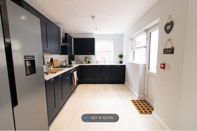 Room to rent in Halsbury Road, Liverpool