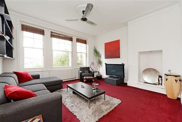 Thumbnail Flat to rent in Alexandra Park Road, Muswell Hill, London