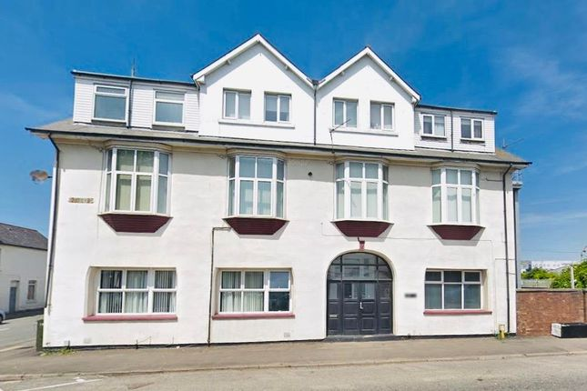 2 bed flat to rent in Grange Court, Cardiff Road, Barry CF63