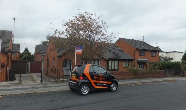 Thumbnail Bungalow to rent in Nineveh Parade, Holbeck, Leeds