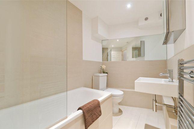 Bathroom Main of Cloudesley Street, London N1