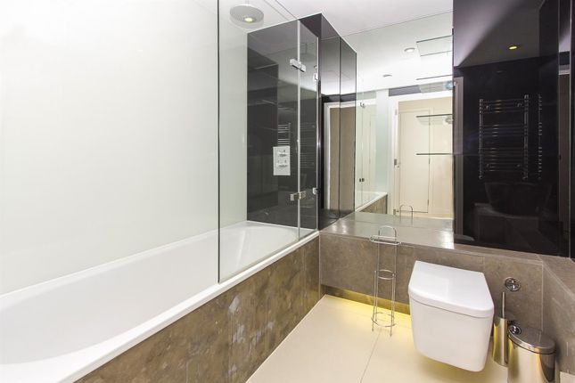 Bathroom of Bezier Apartments, 91 City Road, Aldgate, London EC1Y