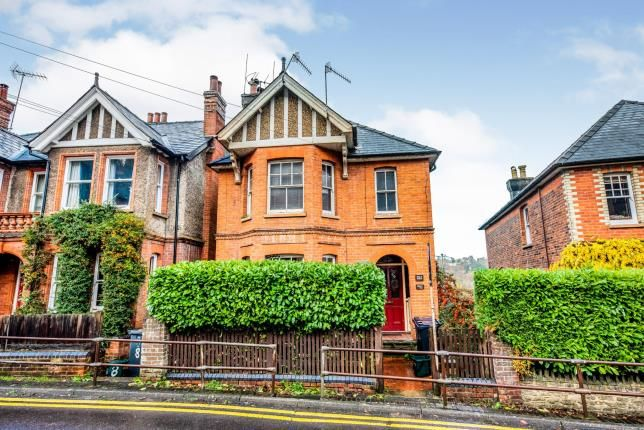 Thumbnail Flat for sale in Godalming, Surrey