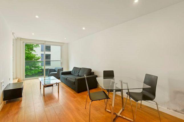 Flat for sale in Waterhouse Apartments, 3 Saffron Central Square, Croydon