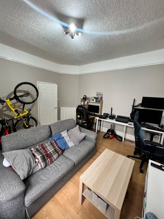 Thumbnail Flat to rent in High Street Colliers Wood, London