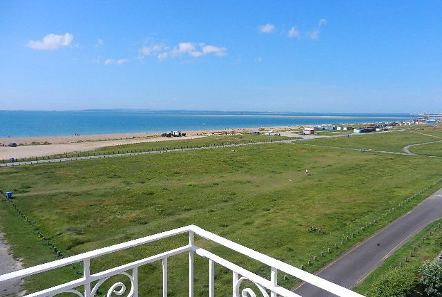 Thumbnail Flat to rent in Seafront, Hayling Island