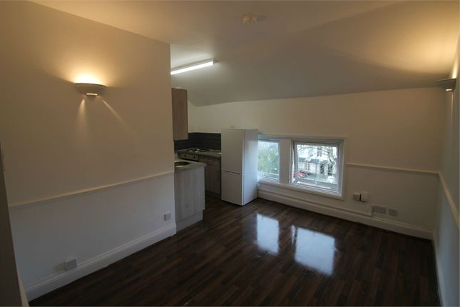 Studio to rent in Castle Hill, Reading