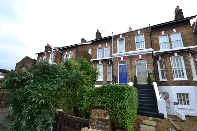 3 bed flat to rent in Southbrook Road, London