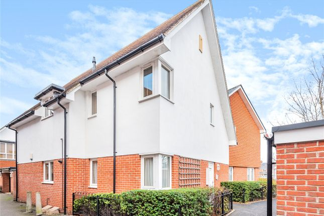 2 bed flat for sale in Holt Court, Latimer Street, Romsey, Hampshire SO51
