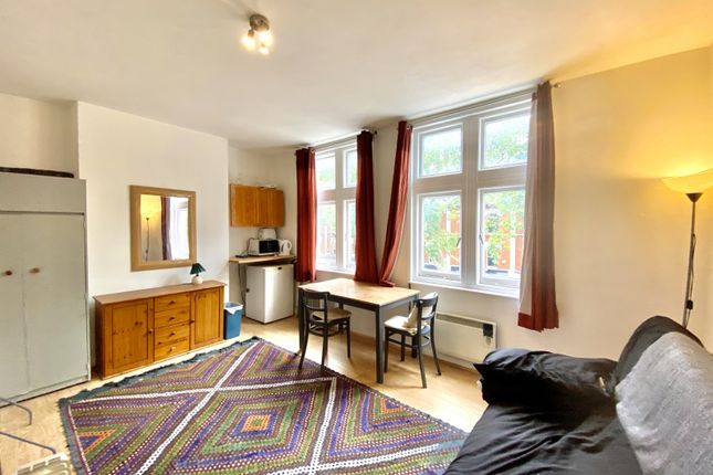 Thumbnail Flat to rent in Chiswick High Road, Chiswick, London