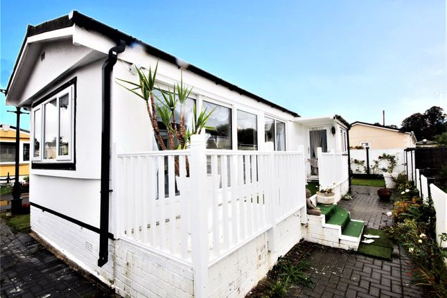 Picture No. 08 of Meadowlands, Addlestone, Surrey KT15