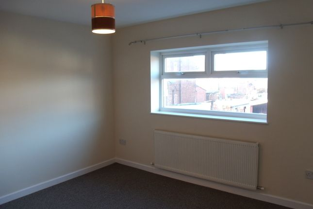 Thumbnail Flat to rent in Hollins Rd, Oldham
