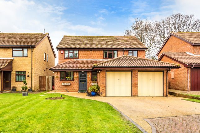 Thumbnail Detached house for sale in Kidworth Close, Horley
