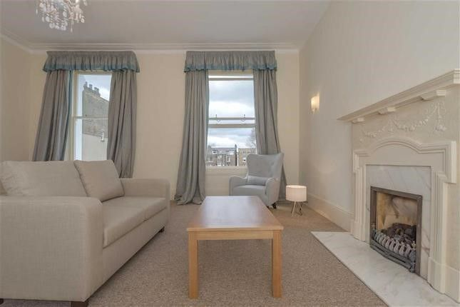2 bed flat to rent in Linden Gardens, Notting Hill, London