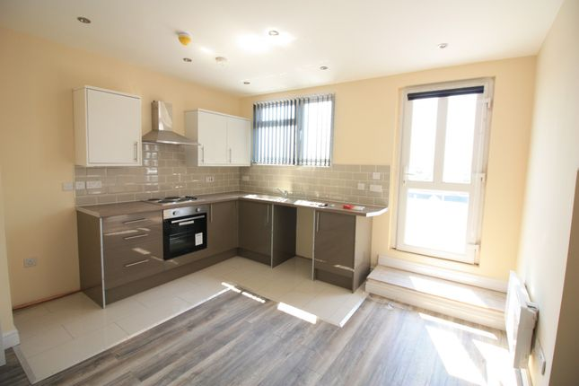 Thumbnail Flat to rent in Austhorpe Road, Leeds, West Yorkshire