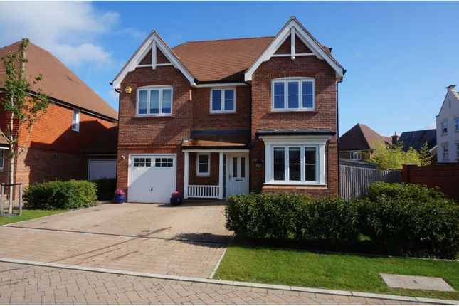 Thumbnail Detached house for sale in Highwood Crescent, Horsham