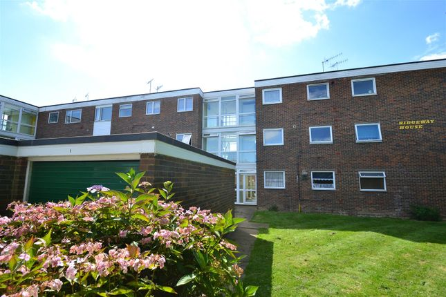 2 bed flat for sale in The Crescent, Horley