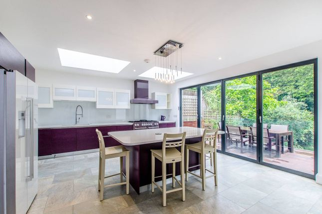 Thumbnail Property for sale in Hillway, Highgate