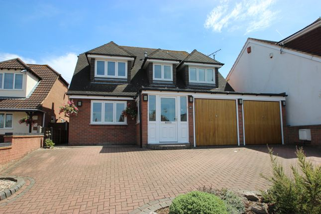 4 bed detached house for sale in Highlands Road, Bowers Gifford, Basildon