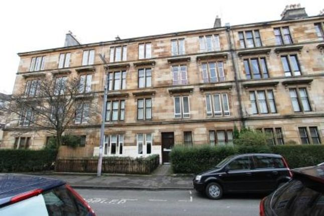 2 bed flat to rent in Roslea Drive, Dennistoun, Glasgow