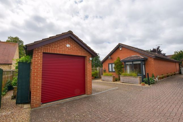 Thumbnail Bungalow for sale in Walnut Close, Empingham, Oakham