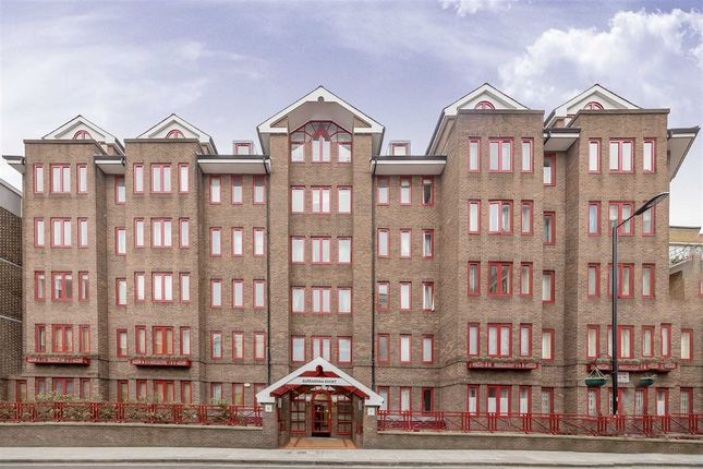 Thumbnail Flat for sale in Moscow Road, London