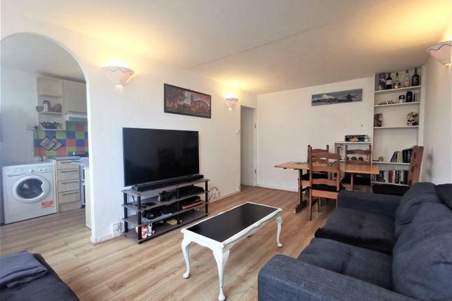 Thumbnail Flat to rent in Park Court, Battersea Park Road, London