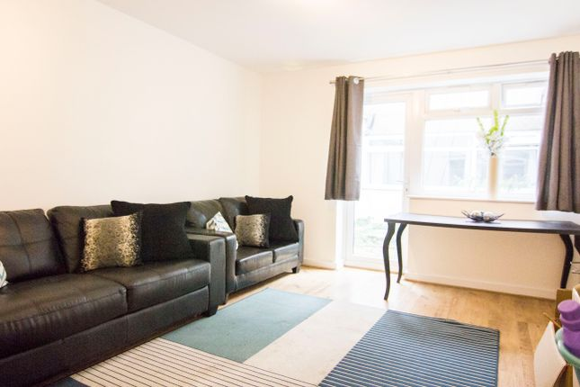 Thumbnail Flat to rent in Victoria Court Mews, Victoria Road, Hyde Park, Leeds