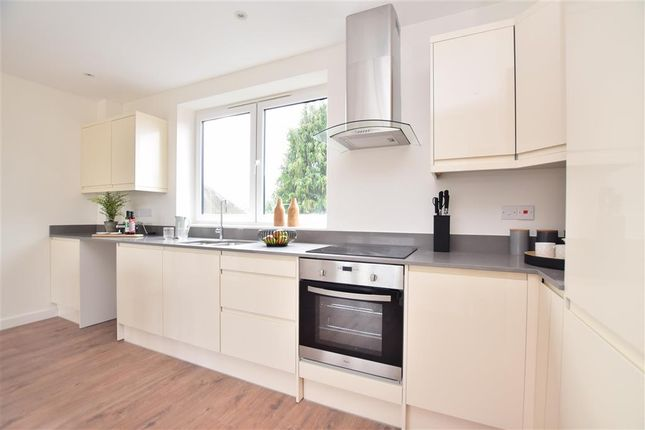 Thumbnail Flat for sale in Holtye Avenue, St. Lukes, East Grinstead, West Sussex