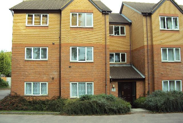 1 bed flat to rent in Simpson Close, Luton LU4