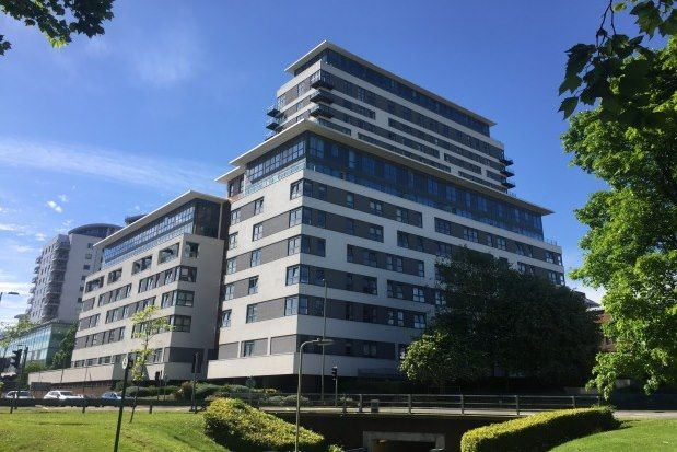 Thumbnail Flat to rent in Skyline Plaza, Basingstoke