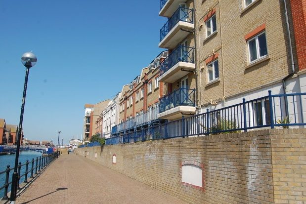 Thumbnail Flat to rent in The Piazza, Eastbourne