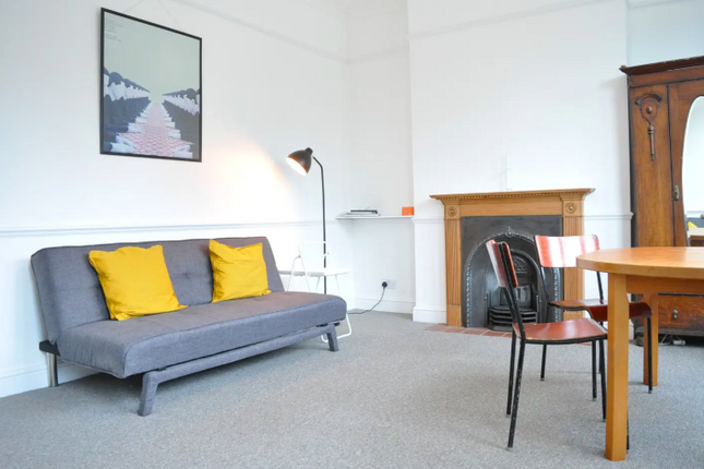 2 bed flat to rent in Drakefell Road, London SE14