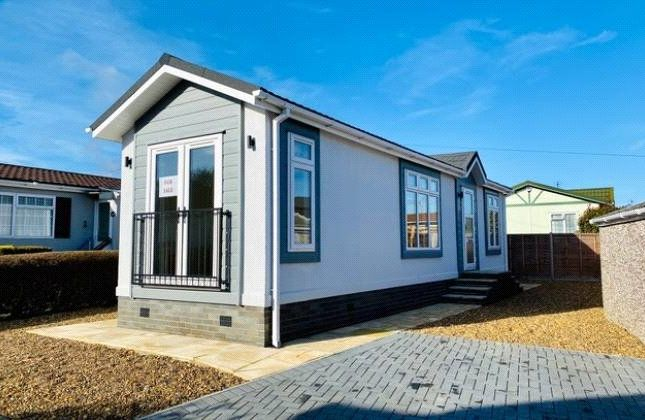 1 bed detached bungalow for sale in Woodside Park, Luton, Bedfordshire LU1