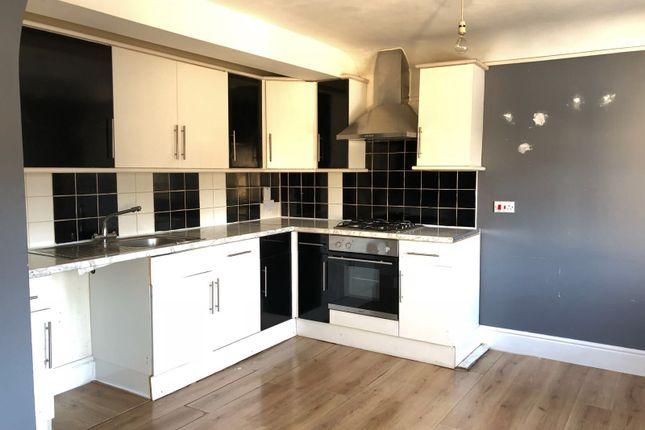 1 bed flat to rent in Gubbins Lane, Romford